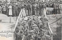LA ROCHELLE ( 17 ) - Embarquement Pour Le Bagne  - Dieudonné ( 1 ) Et Deboé ( 2 )  De La Bande Tragique - Prigione E Prigionieri