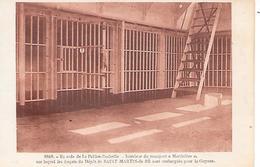 """LA ROCHELLE ( 17 ) - Intérieur Du Transport ' MARINIERE """" Pour Embarquer Les Forçats Vers La Guyane - Prison"""