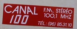 Autocollant Radio CANAL 100 . 100.1 MHZ . Dinan . Radio Des Années 80 à DINAN - Pegatinas