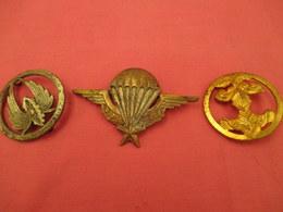 3 Insignes Militaires   Vendues En L'etat - Decorative Weapons