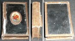 Rare Ancienne Boite Miroir De Poche Carton Et Miroir Décor Médaillon Fleurs, Forme De Livre - Accessoires