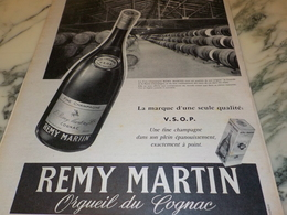 ANCIENNE PUBLICITE COGNAC REMY MARTIN 1956 - Alcools