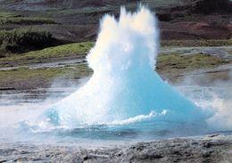 1 AK Island * Der Strokkur Unmittelbar Am Anfang Eines Ausbruchs - Aktivste Geysir Islands - Er Gehört Zum Golden Circle - Iceland