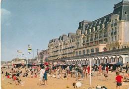 14 Cabour. Jeux Sur La Plage Et Le Grand Hotel - Cabourg