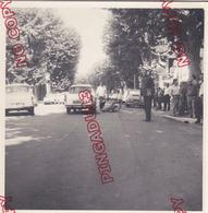 Fixe Beau Format 13 Par 18 Cm Années 60 Var Toulon ? Accident Mobylette Moto Ford Anglia Simca P 60 Renault 4 L - Automobile