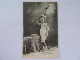 CPA Petite Fille Les Bulles De Savon. Signé Helmlinger  1904 TBE (le Timbre A été Recollé En Facade) ? - Retratos