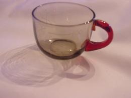 Ancien Verre De Cure GRADUE DE LA VILLE DE  VICHY  ANSE ROUGE  ALLIER - Vidrio & Cristal