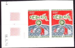 GABON (1974) Apollo-Soyuz. Imperforate Margin Pair. Scott No C152, Yvert No PA155. - Gabun (1960-...)
