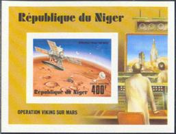 NIGER (1977) Viking Mars Lander. Imperforate S/S. Scott No C286, Yvert No BF17. - Niger (1960-...)
