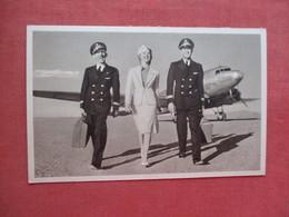 American Airline  2 Pilots & Stewardesses  Ref 4093 - 1939-1945: 2de Wereldoorlog
