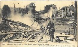 MILITARIA - GUERRE 1914 1915 - LIGNE DETRUITE APRES LE PASSAGE DES TROUPES, SOLDAT AVEC FUSIL, VOIR LE SCANNER - 1914-18