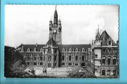 59------DOUAI---cour D'honneur De L'hôtel De Ville Et Beffroi---voir 2 Scans - Douai