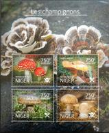 154.NIGER 2014 STAMP S/S MUSHROOMS. MNH - Niger (1960-...)