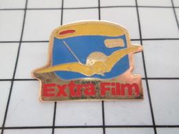 516A Pin's Pins / Beau Et Rare / THEME : PHOTOGRAPHIE / EXTRA FILM OISEAU JAUNE APPAREIL PHOTO - Photographie
