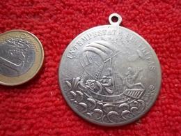 St George Terrassant Le Dragon. Utilisés Comme Porte Bonheur Par Les Voyageurs Médaille - Other Collections