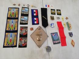 17169  MILITARIA LOT INSIGNES-DECORATIONS DIVERS CIVILS OU MILITAIRES Voir Le Descritif De L'état - Medals