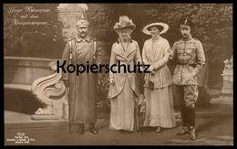 ALTE POSTKARTE UNSER KAISERPAAR MIT DEM KRONPRINZENPAAR PFEIFE KAISER KRONPRINZ Emperors Family Postcard Ansichtskarte - Familias Reales
