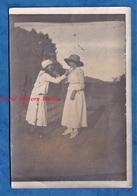 Photo Ancienne Snapshot - VINH YEN Viet Nam - Portrait Jeune Femme Se Tenant Le Menton - 1917 - Je Te Tiens - Indochine - Foto