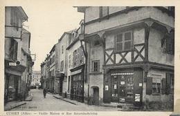 CUSSET - Vieille Maison Et Rue Saturnin-Arloing - France
