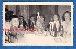 Photo Ancienne Snapshot - Portrait De Famille - 1959 - Fête Communion Enfant Homme Femme Garçon Gateau Piece Montée - Foto