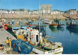 La Turballe Animée Belle Vue Du Port Après La Pêche Filets Chalutiers - La Turballe