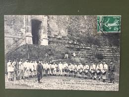 SEDAN- Caserne Du Chateau-Vue De La Porte Des Princes Et école Des Tambours Et Clairons - Sedan