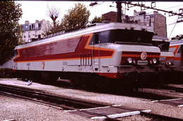 Photo Diapo Diapositive Slide Train Wagon Locomotive Electrique SNCF CC 6509 à Paris Gare De Lyon En 1991 VOIR ZOOM - Diapositives (slides)