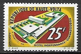 """HAUTE VOLTA   -   1964  .  Y&T N°137  *.   Hôtel """"Indépendance"""" à Ouagadougou. - Alto Volta (1958-1984)"""