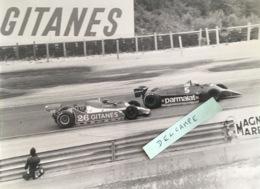 Photo Prise En 1979 De Laffitte Et Lauda Sur Ligier Et Alfaromeo Formule 1 Circuit Dijon Prenois - Fotografia
