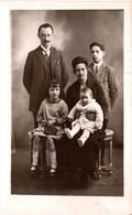 CARTE PHOTO DE FAMILLE - Photographs
