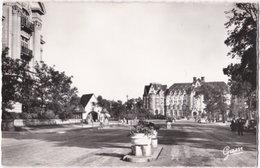 62. Pf. LE TOUQUET-PARIS-PLAGE. Le Royal-Picardy Vu De La Place De L'Hermitage. 233 - Le Touquet