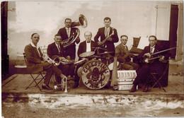 """CARTE PHOTO LAVAUR (81): Orchestre """" CELESTINS JAZZ """" Groupe De Musiciens En 1931 Fête Pont St Roch - Lavaur"""
