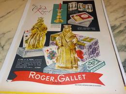 ANCIENNE PUBLICITE PARFUM UN CADEAU ROYAL ROGER GALLET  1956 - Advertising