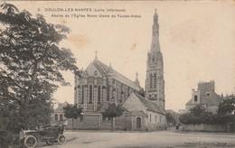 DOULON Les NANTES  Abside De L'Eglise Notre Dame De Toutes Aides  ( Belle Automobile )  ( Chapeau 2 ) - Nantes