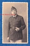 CPA Photo - Beau Portrait D'un Officier Du 95e Régiment - Voir Uniforme Boutons - 1930 1940 WW2 Ceinturon - Sin Clasificación