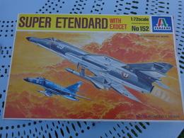 Maquette Avion Militaire--en Plastique-1/72.- Italeri Ref 152 SUPER ETENDARD - Airplanes