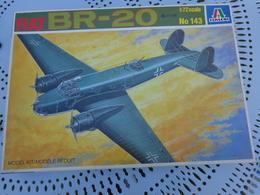 Maquette Avion Militaire--en Plastique-1/72.- Italeri Ref 143 FIAT BR-20 - Airplanes