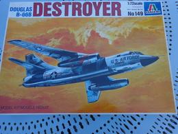 Maquette Avion Militaire--en Plastique-1/72.- Italeri Ref 149 DOUGLAS DESTROYER B-66B - Airplanes