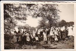 Foto Dorfbevölkerung Bei Feier - Ukraine Region Mariupol Makijiwka - Ca. 1942 - 8*5cm (50364) - Lieux