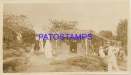 134176 PARAGUAY ASUNCION COSTUMES NATIVE & HOUSE PHOTO NO POSTAL POSTCARD - Paraguay