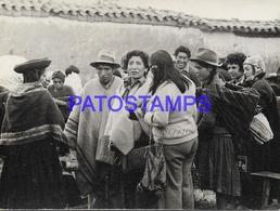 134196 PERU COSTUMES NATIVE CHINCHEROS YEAR 1979 PHOTO NO POSTAL POSTCARD - Perú
