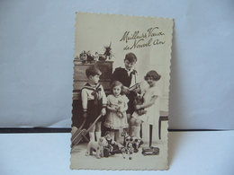 GROUPE DE JEUNES ENFANTS AVEC VIEUX JOUETS CPA 1935 - Grupo De Niños Y Familias