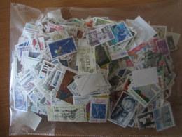VEND LOT DE 2500 TIMBRES DE FRANCE , DIFFERENTS !!! (b) - Collections