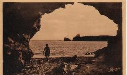 Le Pouldu-une Grotte De La Plage. - Le Pouldu