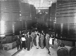CAFE DE BYRRH UNE DES PLUS GRANDE DU MONDE- VISTE DES JOURNALISTES 1945 - Photos