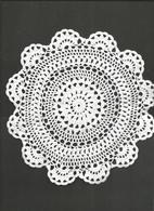 1 Napperon  Crochet ,Coton  Blanc , Rond Diamètre 22.5 Cm, 1955 - Vintage Clothes & Linen