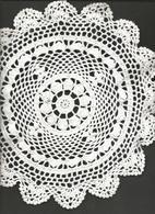 1 Napperon  Crochet ,Coton  Blanc , Rond Diamètre 30 Cm, 1955 - Habits & Linge D'époque