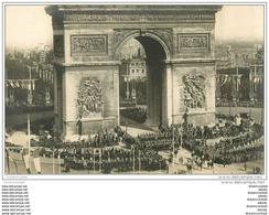 GUERRE 1914-1918. Les Troupes Sous L'Arc De Triomphe. Fêtes De La Victoire. Militaires Et Armées - Guerre 1914-18