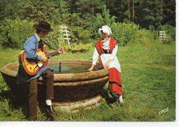 La Lorraine Animée Jeune Couple Lorrain Costumes Traditionnels Us Et Coutumes Musicien Guitare - France