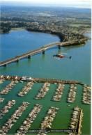 NEW ZEALAND  AUCKLAND  Harbour Bridge  Westhaven Marina  Helicopter - Nouvelle-Zélande